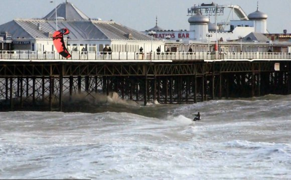 Kitesurfing over Brighton Pier